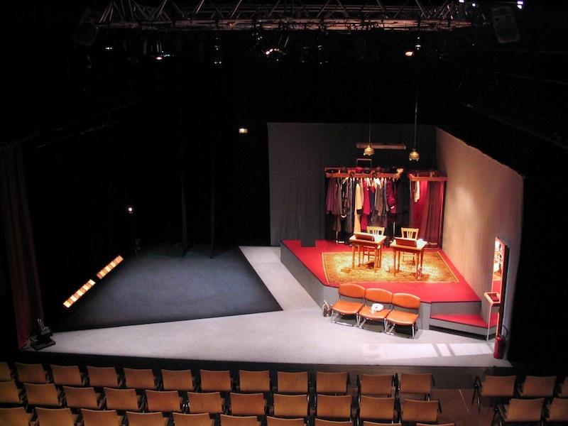 Decor mamet une vie de th tre th tre lumi re daniel knipper for Decor de theatre